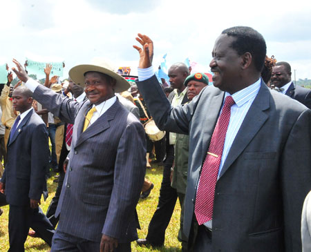Raila-Odinga-and-Museveni-in-Iganga-2.jpg